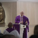 """Papa alerta sobre risco de fiéis se tornarem """"católicos ateus"""""""